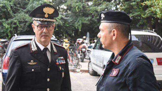 Il maggiore Enzo Marinelli, comandante dei carabinieri, accorso per la donna