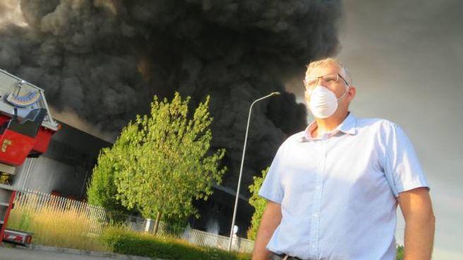 Incendio Faenza, la colonna di fumo (Foto Corelli)