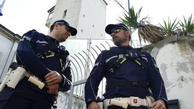 Polizia municipale davanti al Lungobisenzio