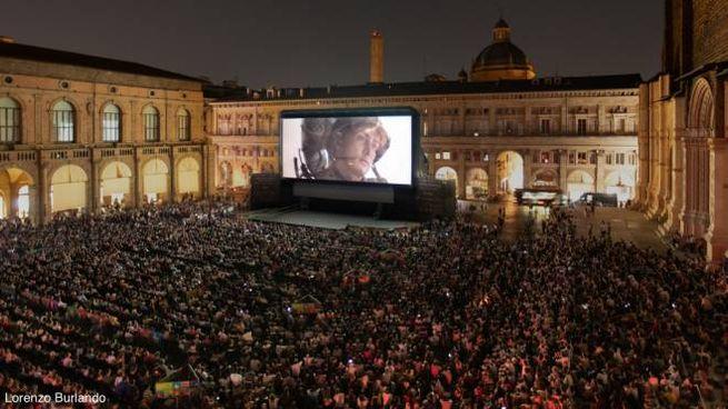 Bologna, il cinema in piazza Maggiore (foto di Lorenzo Burlando)