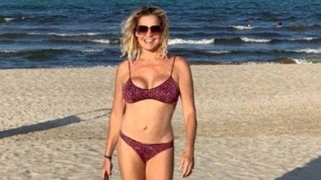 La Ventura in costume sulla spiaggia di Rimini (Instagram)