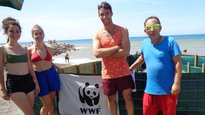 Luca Cavallini e Giacomo Landi con le ragazze del WWF di Empoli