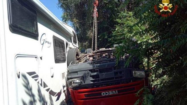 Il camion ribaltato