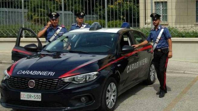 I carabinieri di una pattuglia intervenuta per salvare il ragazzo