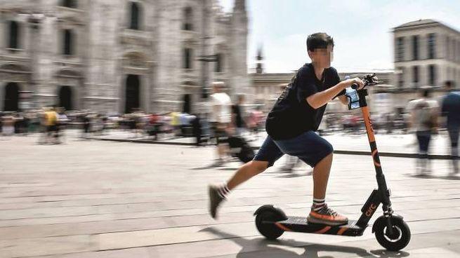 Monopattino in piazza Duomo
