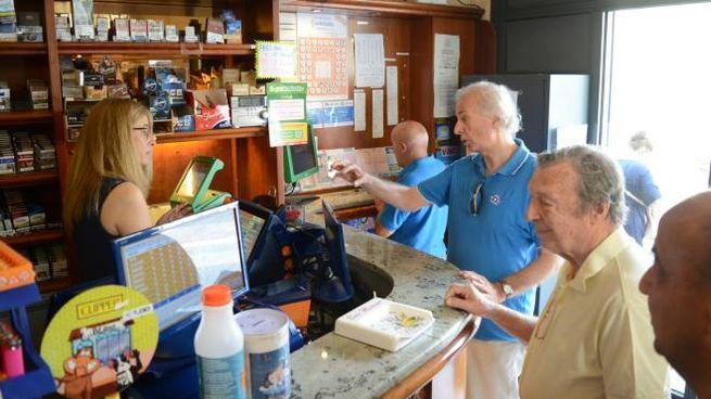 Superenalotto a Lodi, il bar della Fortuna sotto assedio