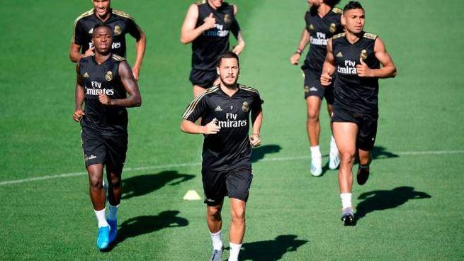 James durante l'allenamento con i compagni del Real Madrid
