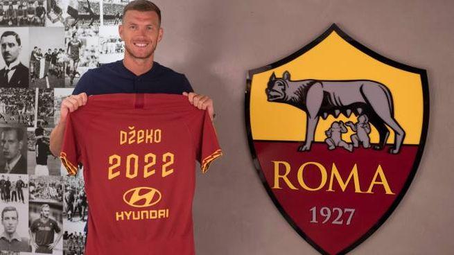 Edin Dzeko e la Roma insieme fino al 2022