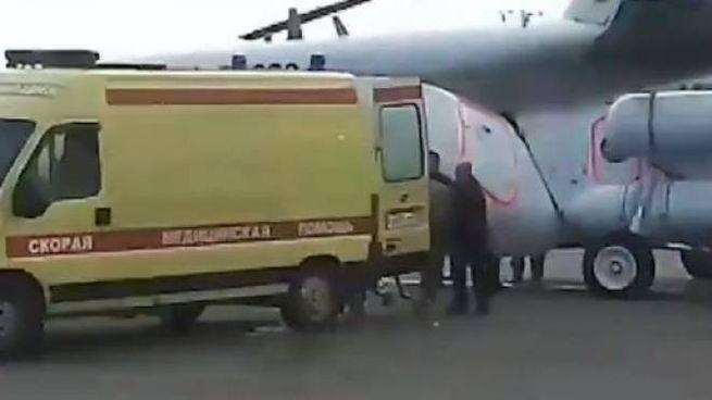 Un frame del trasporto dei feriti dopo l'incidente