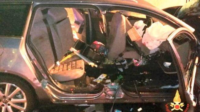 Incidente A14 Cesena, l'abitacolo di una delle due auto coinvolte (Ravaglia)
