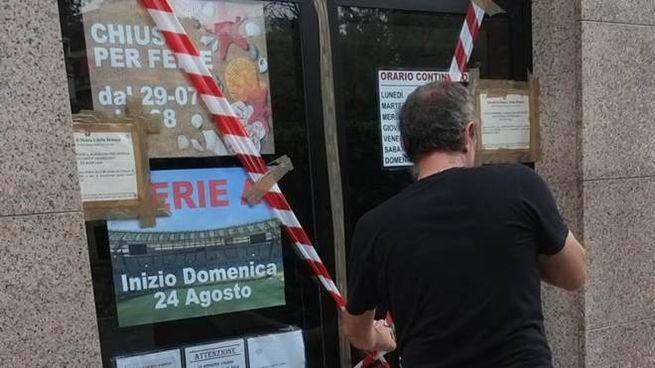 La vetrina di Monza con i sigilli