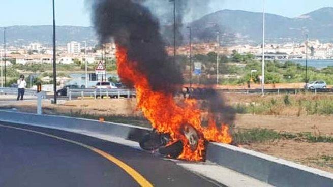In fiamme la moto del sindaco Gori