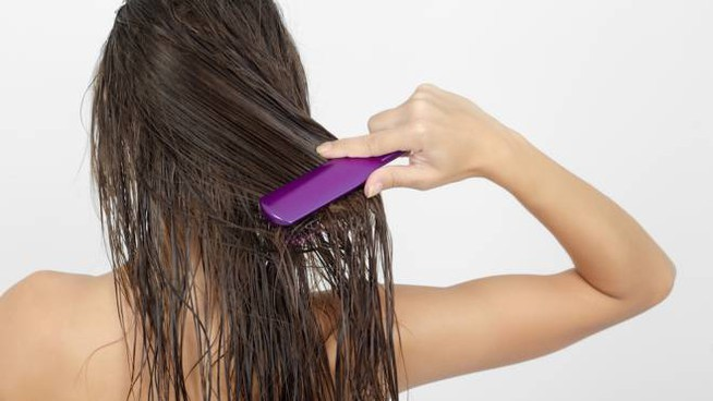 Impacchi e maschere per rigenerare i capelli dopo le vacanze