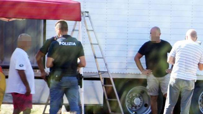 La polizia sul luogo dell'incidente sul lavoro a Miramare