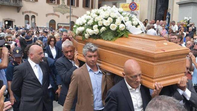 Paolo Savoldelli partecipa ai funerali di Felice Gimondi  (Ansa)