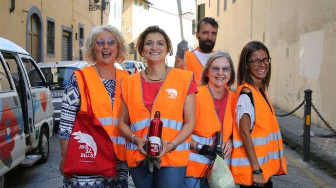 Gli Angeli del Bello in via delle Casine con Alessia Bettini (foto New Press Photo)