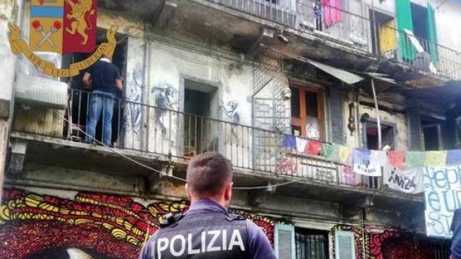 Sgombero polizia via Cozzi