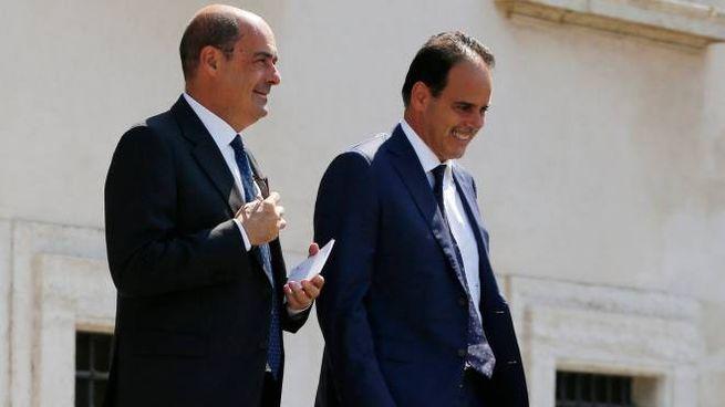 Nicola Zingaretti fuori dal Quirinale con il senatore Pd Andrea Marcucci (LaPresse)