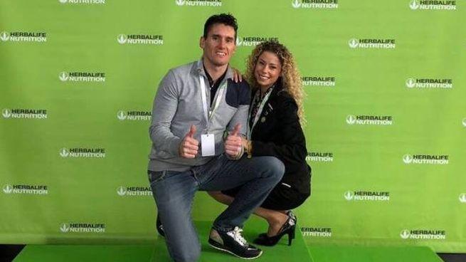 Igor Cassina con la compagna Valentina