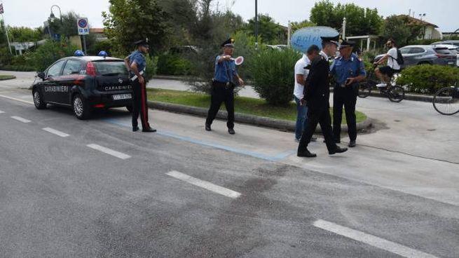 I carabinieri sul luogo dell'incidente mortale (foto Aldo Umicini)
