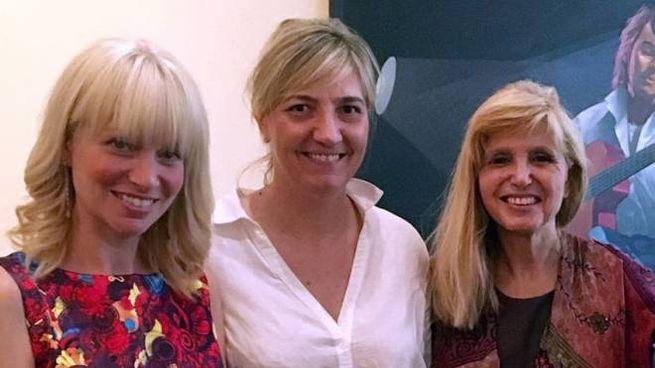 Dori Ghezzi con la sindaca Laura Ferrari e l'assessora  alla Cultura Paola Bencini