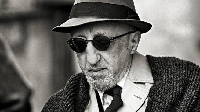 """Carlo  delle  Piane sul set di """"Ogni giorno"""" (Ansa)"""