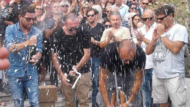 Lo champagne viene stappato al termine del rito (foto Umicini)