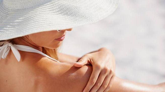 Troppo sole danneggia la pelle: ecco come