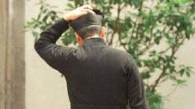 Un prete (foto di repertorio)