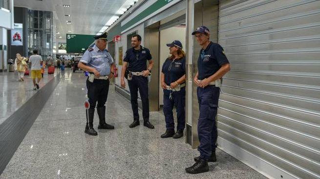 La Polizia Locale in servizio a Malpensa (Foto Comune Milano)