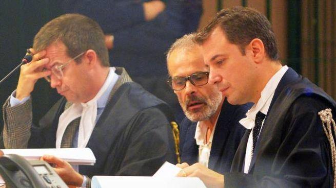 Leonardo Cazzaniga in aula tra gli avvocati
