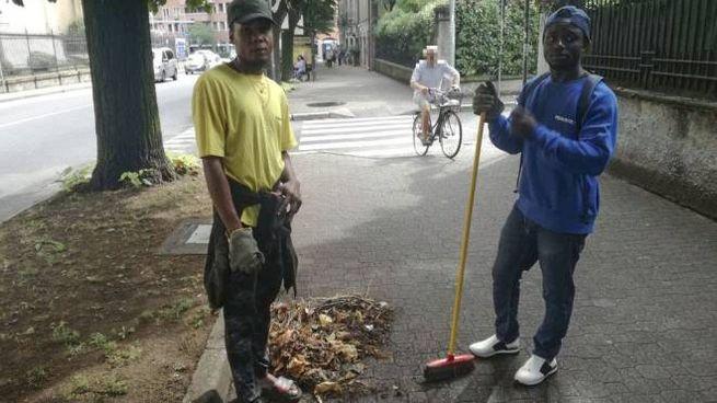 Dennis e Terry, i due ragazzi che ripuliscono gratis la città
