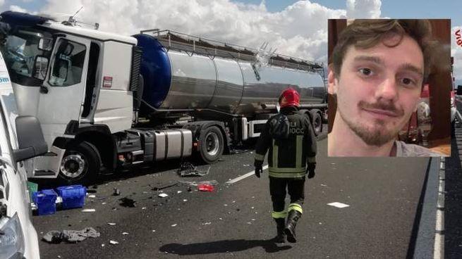 L'incidente sull'A12 e nel riquadro la vittima, Lorenzo Lunghi