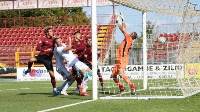 Il momentaneo 2-2 segnato da Semprini (foto Lotti/Fotocronache Germogli)