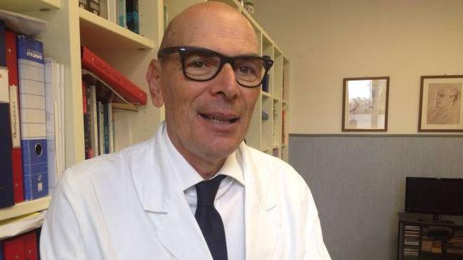 Il professor Francesco Menichetti, direttore dell'Unità operativa di Malattie infettive