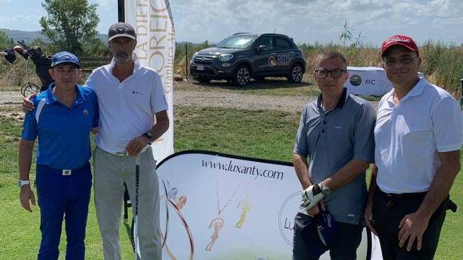 Un gruppo di golfisti partecipanti all'ultimagara Mc Tour a Montelupo