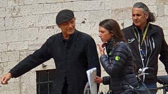 Terence Hill nei panni del prete detective durante le riprese