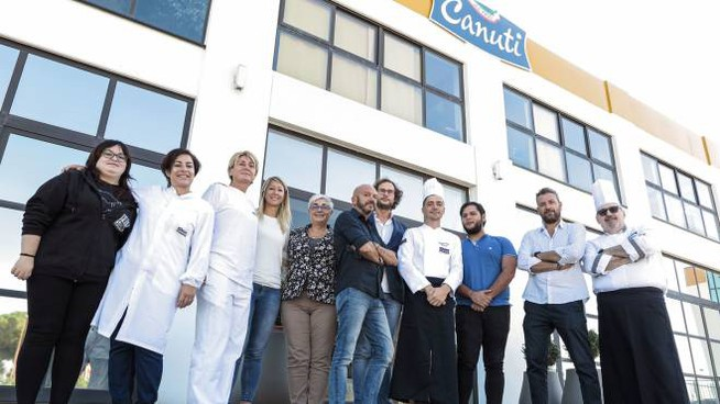 Andrea Toffano con il suo staff di produzione (foto Petrangeli)