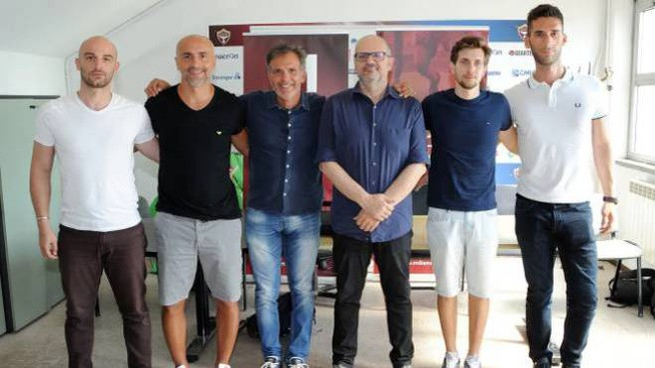 Fulvio Fiorin, terzo da sinistra, alla presentazione della squadra a luglio