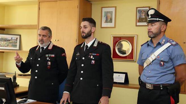 Da sinistra il luogotenente D'Errico, il capitano Sorgente e un militare della Compagnia