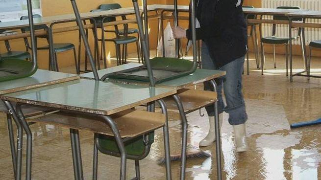 Ravenna, stalking a scuola, bidella e amico perseguitavano la dirigente