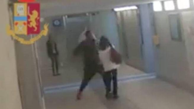 L'aggressione nel sottopasso della stazione di Lecco