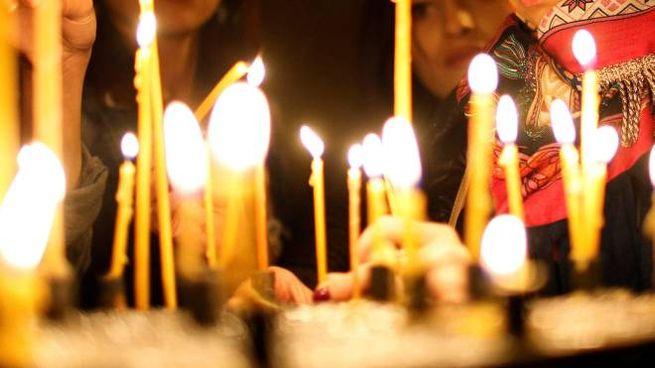 Gli scriteriati hanno spezzato le candele destinate ai devoti