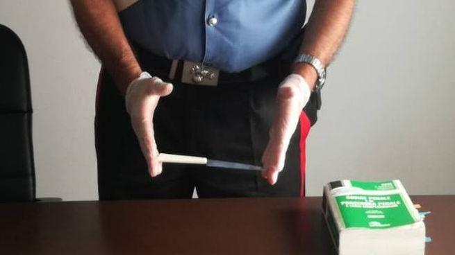 Il coltello con cui è stata minacciata la donna