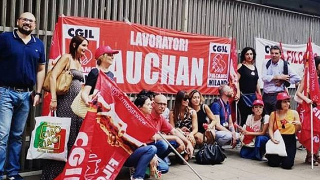 Protesta centro commerciale Auchan