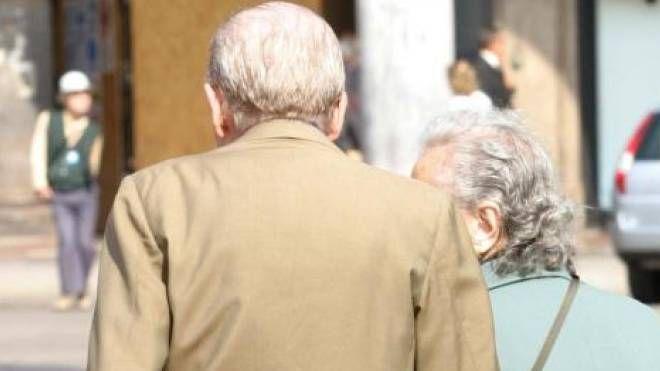 Una coppia di anziani (Newpress)