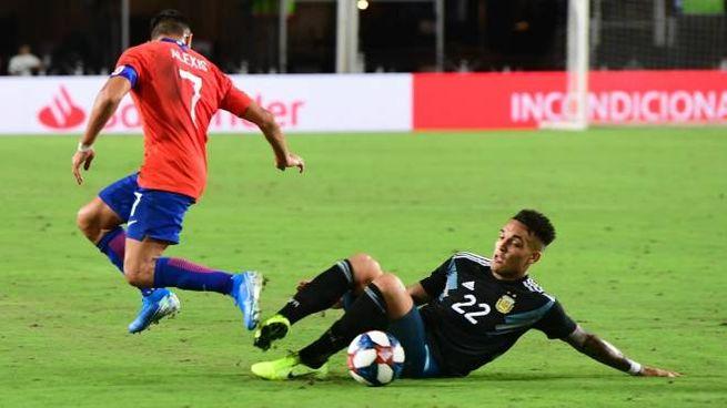 Un contrasto in nazionale tra Sanchez e Lautaro