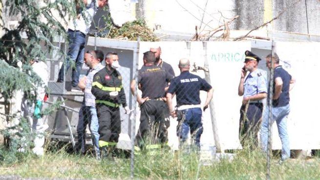 Sul luogo della tragedia vigili del fuoco polizia locale carabinieri  e la Scientifica