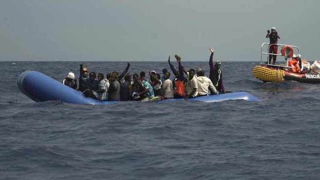 Migranti, il salvataggio in mare della Ocean Viking
