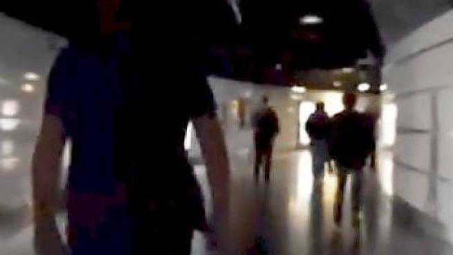 Al buio la metro di Roma termini (Twitter)